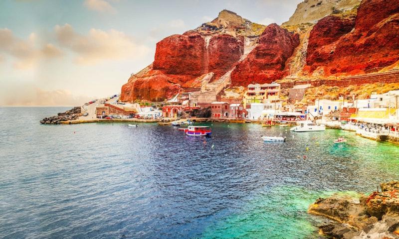 Best-instagrammable-spots-in-santorini-ammoudi-beach-DayTrip4U