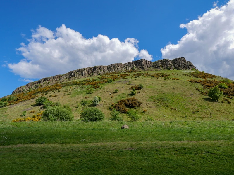 top-5-things-to-do-in-edinburgh-arthur-seat-DayTrip4U