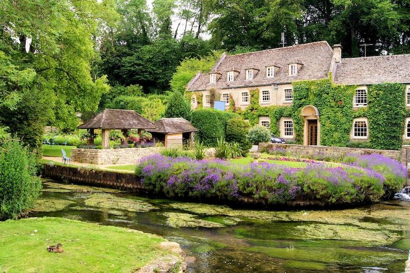 the-5-prettiest-villages-in-the-cotswolds-bibury-DayTrip4U