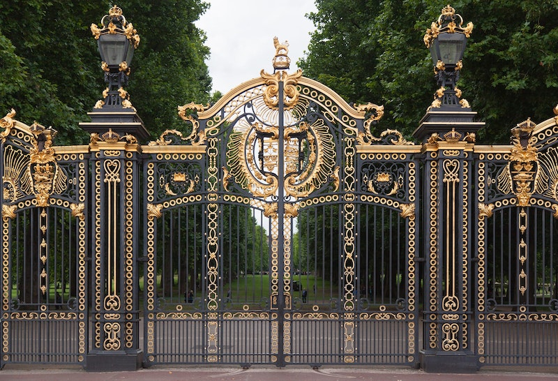 5-must-see-attractions-in-london-buckingham-palace-DayTrip4U