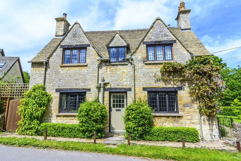 the-5-prettiest-villages-in-the-cotswolds-burford-DayTrip4U