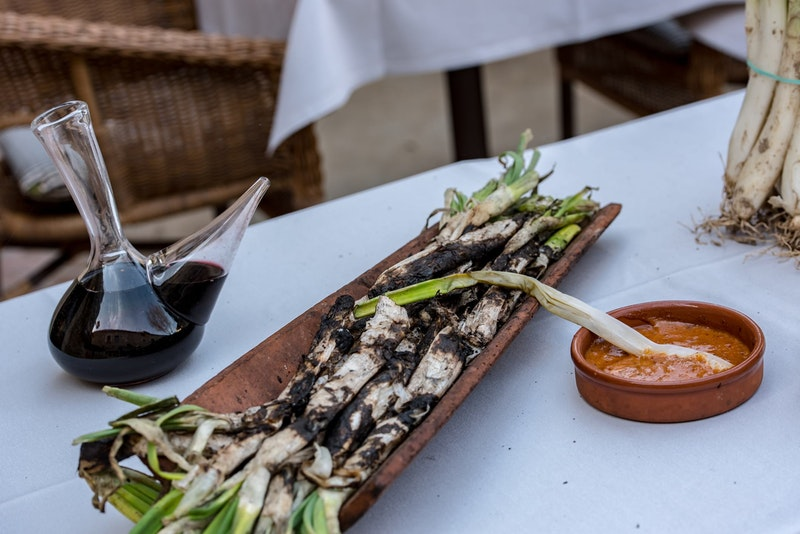 top-five-dishes-in-barcelona-calcots-daytrip4u
