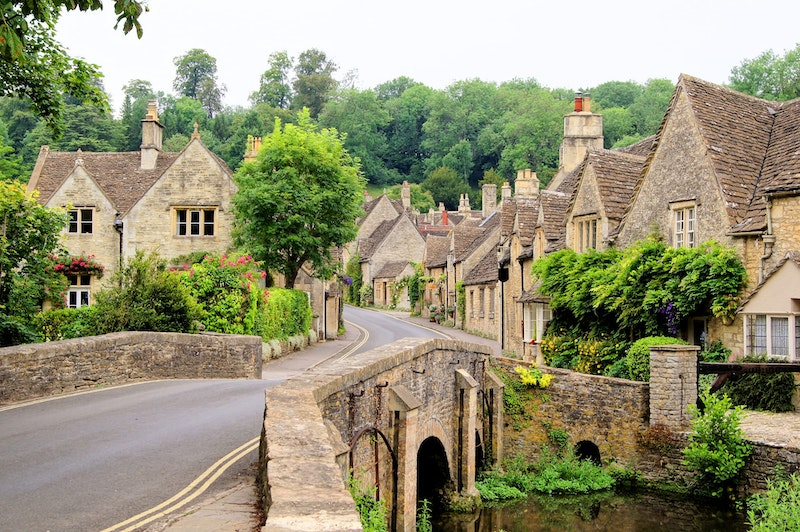 the-5-prettiest-villages-in-the-cotswolds-castle-combe-DayTrip4U