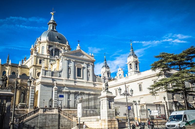 top-five-instagram-spots-in-madrid-catedral-de-la-almudena-daytrip4u