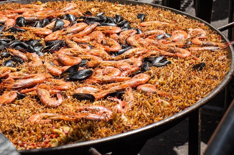 top-five-dishes-in-barcelona-fideua-daytrip4u