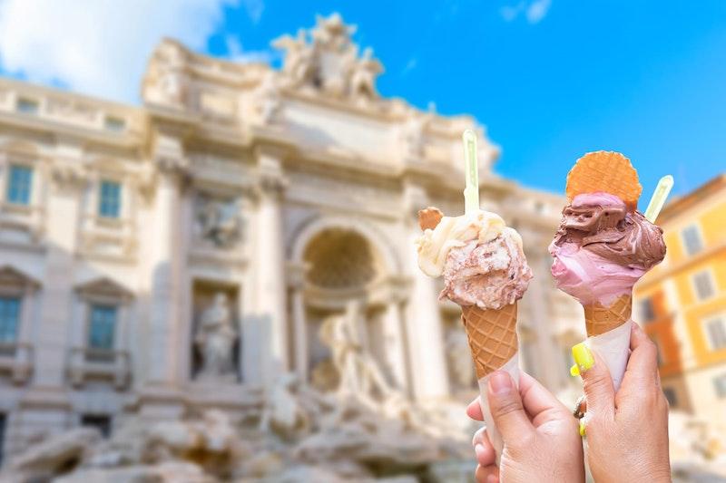 top-five-bucket-list-experiences-in rome-gelato-eating-daytrip4u