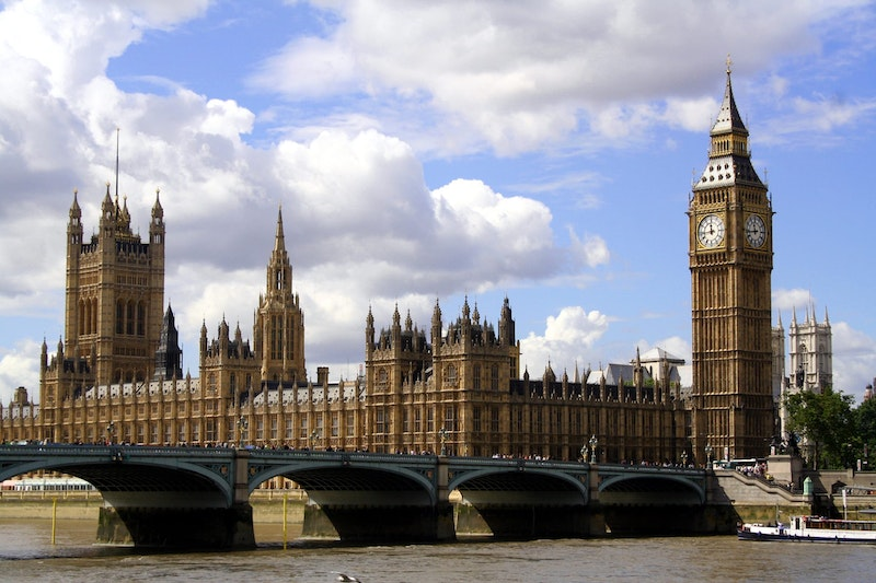 5-must-see-attractions-in-london-Parliament-DayTrip4U