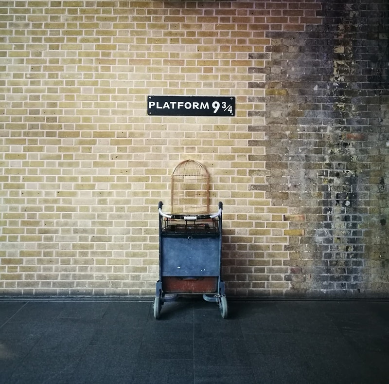 the-best-of-london-for-harry-potter-lovers-kings-cross-station-DayTrip4U