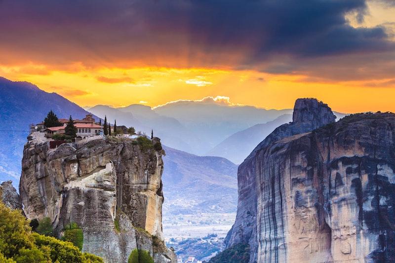 5-best-close-distance-places-to-visit-from-thessaloniki-vergina-to-meteora-DayTrip4U