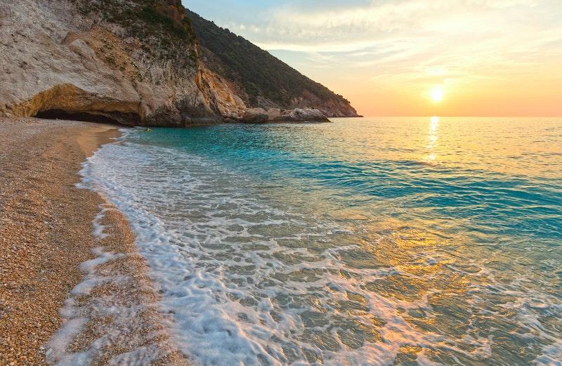 5-best-places-in-kefallonia-myrtos-beach-DayTrip4U