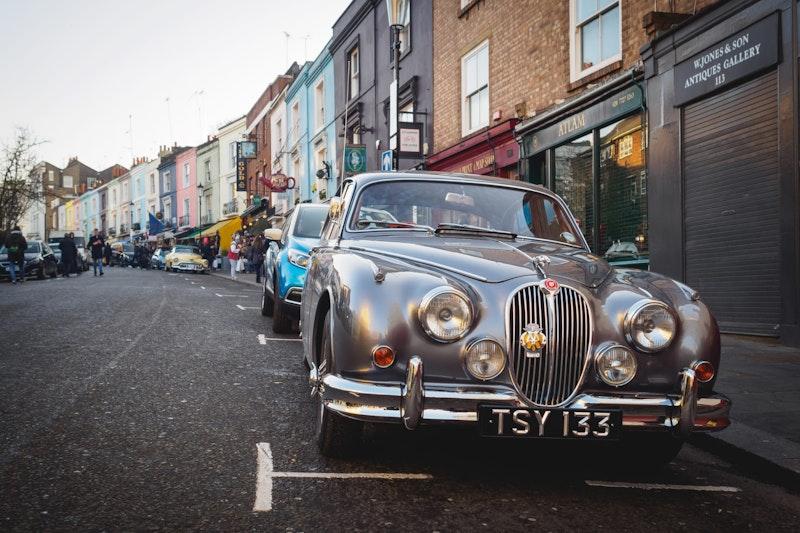 5-best-instagram-spots-in-london-notting-hill-st-lukes-mews-DayTrip4U