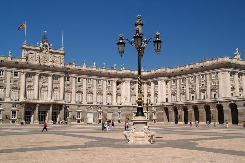 top-five-experiences-in-madrid-palacio-real-daytrip4u