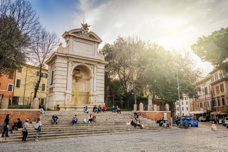 top-five-things-to-do-in-trastevere-rome-piazza-trilussa-daytrip4u