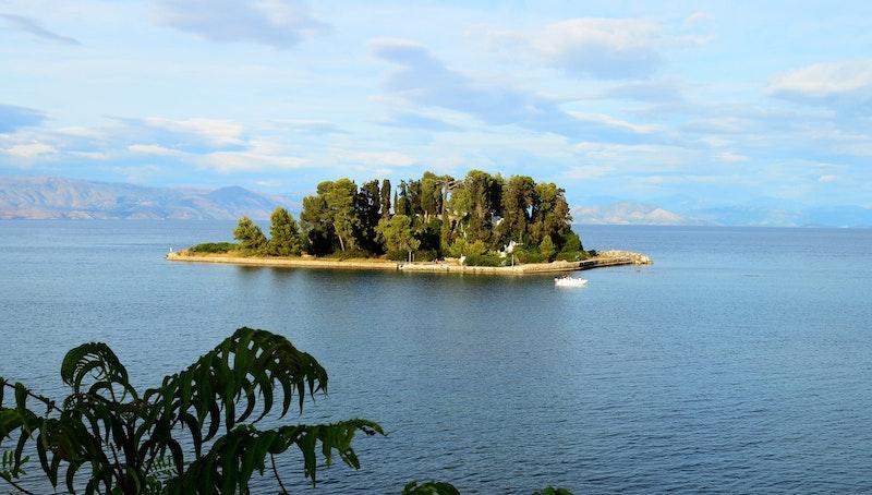 must-do-experiences-in-corfu-pontikonissi-boat-daytrip4u