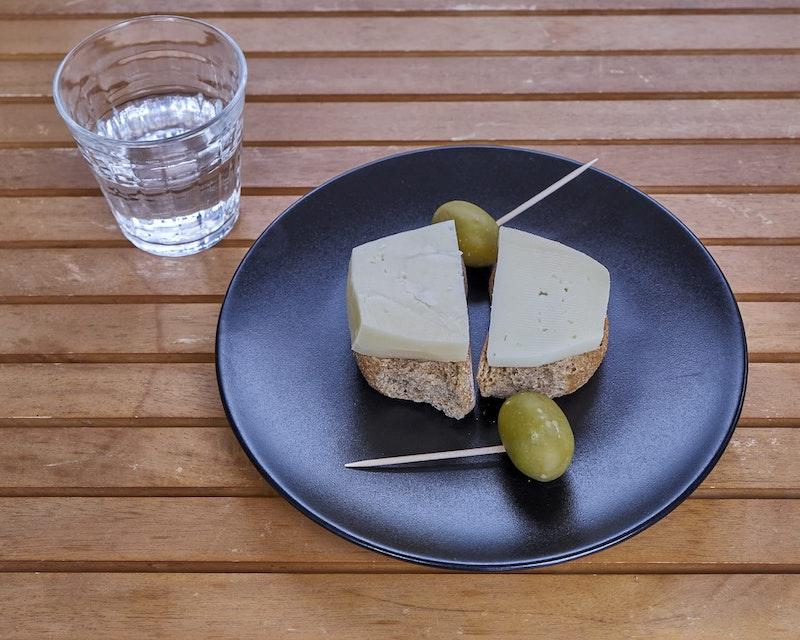 top-three-things-to-do-in-heraklion-local-cuisine-tasting-daytrip4u