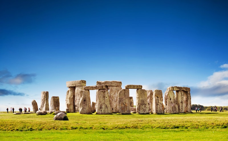 top-5-day-trips-from-london-stonehenge-DayTrip4U