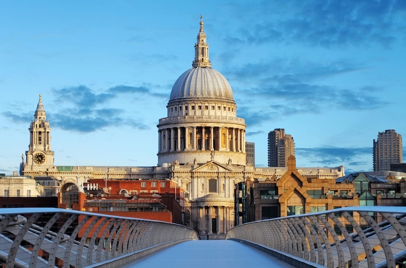5-must-see-attractions-in-london-st-paul-cathedral-DayTrip4U
