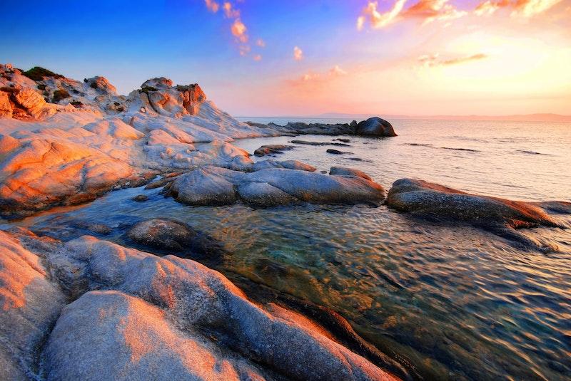 5-reasons-it-is-worthy-to-visit-halkidiki-swimming-DayTrip4U