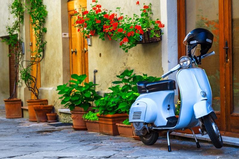 top-five-bucket-list-experiences-in rome-vespa-riding-daytrip4u